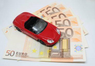 Jeunes conducteurs: comment réduire ses factures d'assurance auto?