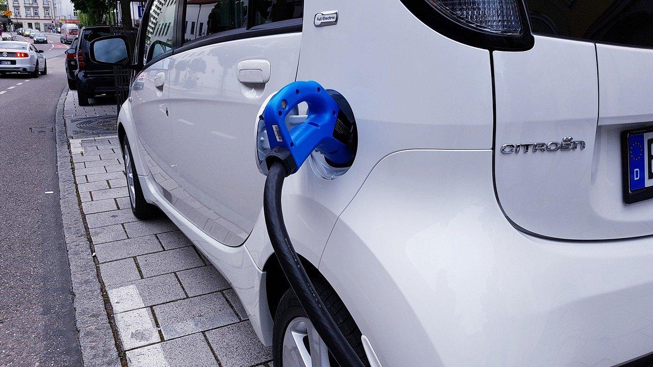 Voiture électrique : l'importance des bornes de recharge pour les utilisateurs
