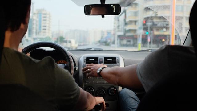 Trouver la bonne auto-école pour conduire en toute sécurité